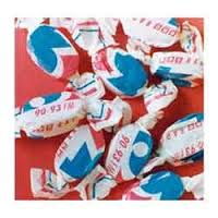 picture of candy twisting paper